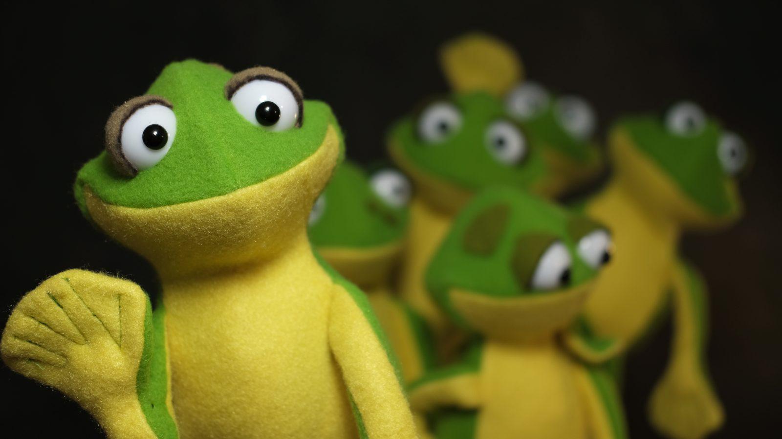 mini frog puppets
